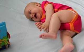 Во сколько месяцев переворачивается ребенок на живот или когда малыш начинает переворачиваться и как ему помочь