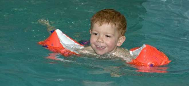 Можно ли ребенку ходить в бассейн и чем бассейн полезен для детей