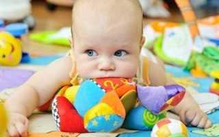 Какие игрушки в 4 месяца нужны малышу, их влияние и что нужно купить малышу для развития