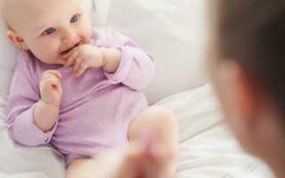 Можно ли сажать малыша в 4 или 5 месяца, как определить, что ребенок готов, правильно сажаем мальчиков и девочек