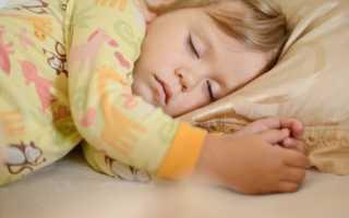 Почему месячный ребенок плохо спит ночью: почему дети беспокойно спят по ночам