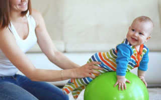 Какой мяч нужен для занятий с грудничком или фитбол для малышей: польза и вред, виды упражнений и занятия по возрастам, а так же зачем и как правильно заниматься с младенцем на фитболе