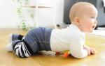 В каком возрасте ребенок начинает ползать самостоятельно: мальчики и девочки
