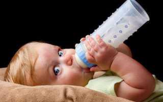 Почему малыш срыгивает после кормления смеси сразу, какие могут быть причины, а также в чем разница между срыгиванием и рвотой — как различать