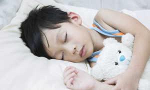 Почему ребенок потеет во время сна и основные причины, почему ребенок сильно потеет по ночам