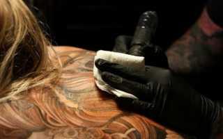 Опасно ли набивать татуировку