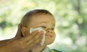 Через сколько после срыгивания можно кормить грудничка повторно или трудности после кормления и причины срыгиваний у детей, как отличнить их от рвоты