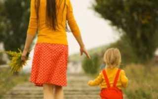 Можно ли гулять с грудничком после прививки: советы родителям