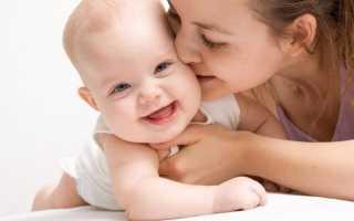 Во сколько младенец начинает смеяться в голос или когда ребёнок впервые смеётся вслух, а также причины первого веселья у грудничка и рекомендации родителям