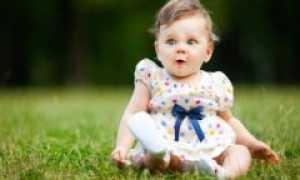Во сколько дети начинают сидеть девочки самостоятельно и когда можно присаживать
