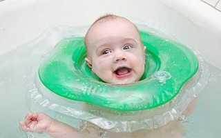 Когда можно купать младенца с кругом в первый раз месячного, новорожденного малыша
