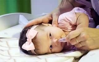 Можно ли промывать нос младенцу физраствором и как часто
