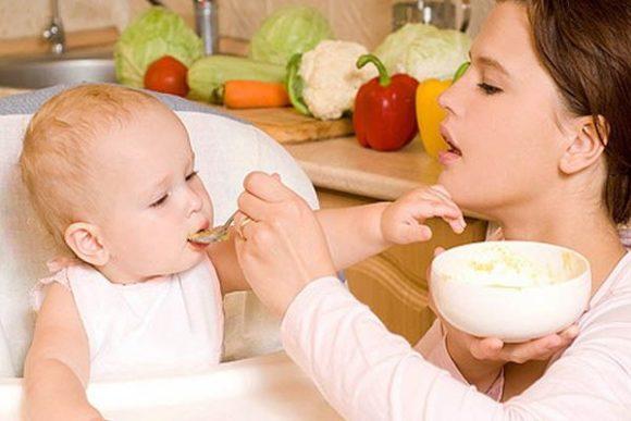 Со скольки месяцев можно давать соки грудничку или как вводить сок в прикорм, со скольки месяцев можно давать ребенку и какие