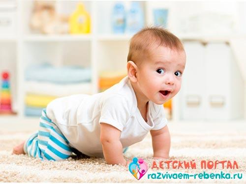 Во сколько малыш начинает ползать на четвереньках или когда малыш впервые встает на четвереньки, во сколько месяцев