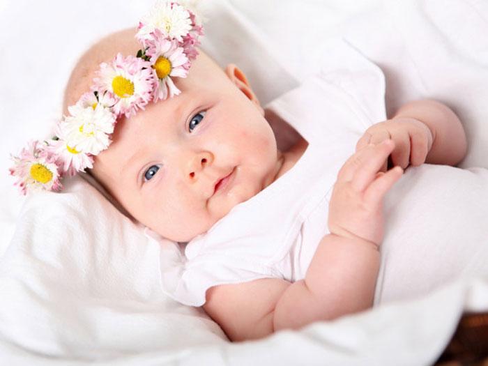 Во сколько малыш начинает агукать и гулить или когда начинается гуление у детей и когда стоит ожидать первые фразы