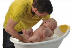 Когда можно купать грудничка в большой ванне или как правильно купать младенца в ванной: особенности и рекомендации