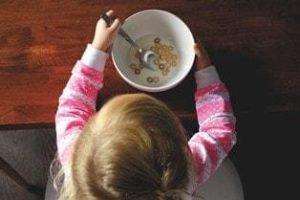 С какого возраста можно ребенку манную кашу: как приготовить и бывает ли аллергия