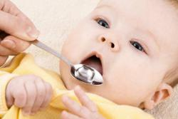 Можно ли давать грудничку воду комнатной температуры или когда и сколько нужно воды новорожденному