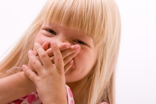 Почему у ребенка пахнет изо рта неприятно или неприятный запах изо рта у детей а также причины, диагностика и лечение