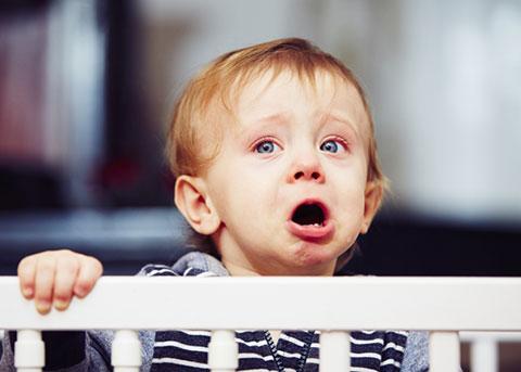 Почему малыш плачет перед тем как пописать и как быть, что делать, какие могут быть причины