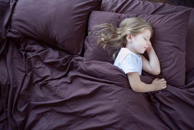 Почему ребенок ночью кашляет а днем нет: возможные причины, насколько это опасно и как боротьсяночным кашлем у детей
