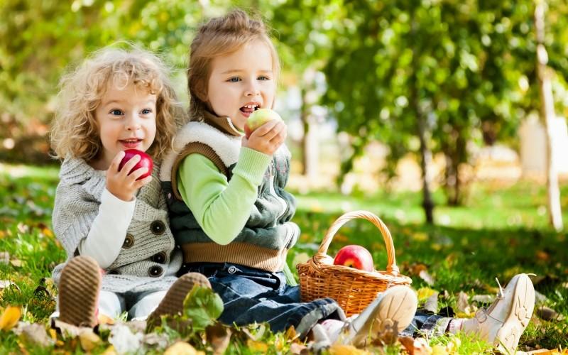 Почему ребенок скрипит зубами во сне причины или детское скрипение зубами во время сна, что делать, причины и лечение