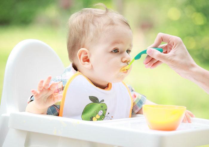 Сырое яблоко для грудничка с какого возраста или с какого возраста рекомендуется давать ребёнку сырые яблоки на тёрке