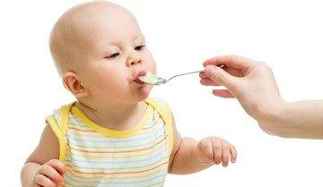 Когда можно кормить манной кашей грудничка и как правильно ее варить - введение манной каши в прикорм