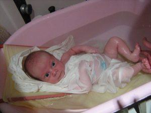 Сколько раз в неделю купать грудничка или как часто проводить водные процедуры с новорожденным ребенком: советы по уходу за младенцем