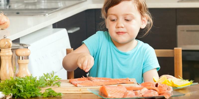 Сколько капель витамина Д давать ребенку и как понять что у малыша нехватка витаминов